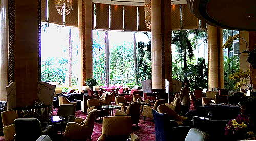 Shangri-La Guangzhou Lobby lounge overlooks the park